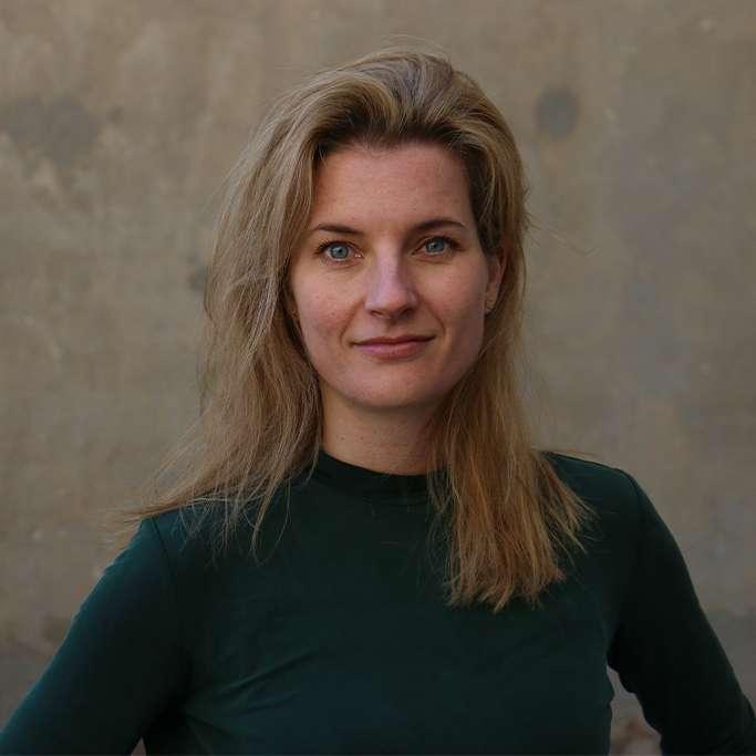 Anne Henderson, Presse- og kommunikationschef